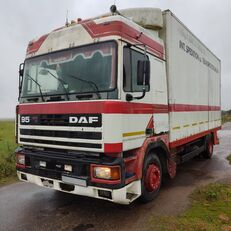 شاحنة مقفلة DAF 95.400